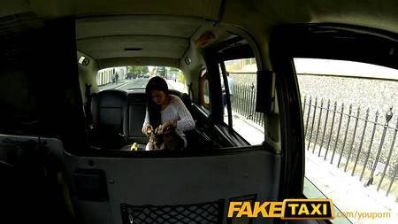 Таксист заставит пассажирку реветь от жесткого порева, на которое она согласилась сама