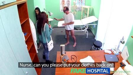 Доктор не сказал, что секс с пациенткой снимается на множество скрытых камер в кабинете клиники