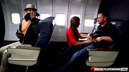 Страстный секс в самолете с бортпроводницей и скучающим мажором