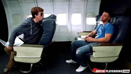 В прайс стюардесс самолетов первого класса входят оральные ласки и ебля с состоятельными пассажирами