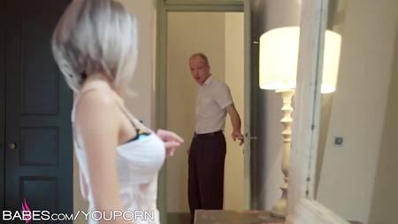 Немецкая пара арийских любовников устраивает потрахушки в загородном доме с окончанием на живот телки