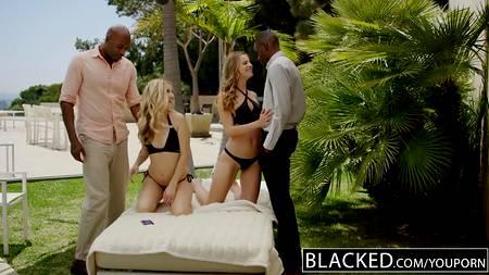 Шоколадные ребята совокупляются с белыми девушками в групповом порно вчетвером