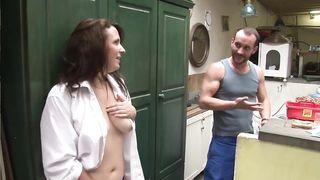 От постоянной дрочки гениталий спасает пенис незнакомого французского мужчины
