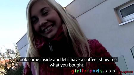 Лесбийский пикап знойной блонды на улице обернулся удачей и через пару часов она уже лизала киску новой подружки