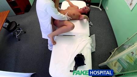 Фейковый медик извлек для себя максимум удовольствия во время секса с пациенткой
