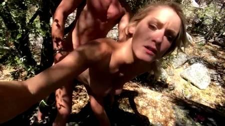 Туристическая прогулка сопровождается шикарным сексом на природе