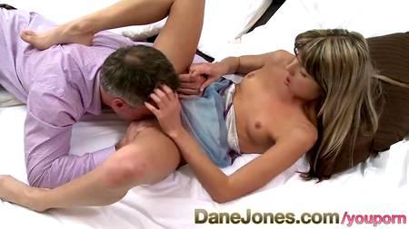 Горячая давалка Gina Gerson подставляет манду под горячего мужика и его пенис